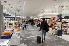 Boutique hors taxe à l'aéroport international d'Oslo Gardermoen Photo libre de droits