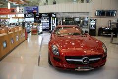 Boutique hors taxe dans l'aéroport de Doha Photos libres de droits