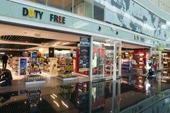 Boutique hors taxe dans l'aéroport le 10 mai 2010, Barcelone, Espagne Photo stock