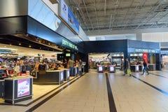 Boutique hors taxe dans le terminal de départ à l'aéroport international d'Antalya, Antalya Havalimani La Turquie Photos stock