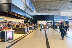 Boutique hors taxe dans le terminal de départ à l'aéroport international d'Antalya, Antalya Havalimani La Turquie Photographie stock libre de droits
