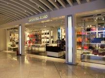 Boutique hors taxe de Michael Kors à l'aéroport à Athènes, Grèce Photos libres de droits