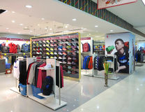 Boutique i shoppinggalleria Arkivfoto