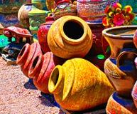 Boutique mexicaine colorée de poterie dans le sud-ouest images libres de droits