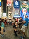Boutique non identifiée de personnes à l'arcade d'achats de Shinsaibashi Image libre de droits