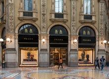 Boutique Prada en galerie de Vittorio Emanuele II à Milan Photos libres de droits