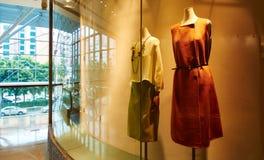 Boutique shoppar lagerfönstret royaltyfria foton