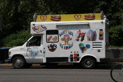 Boutique sur le prêt-à-manger de roues et la crème glacée  Photos libres de droits
