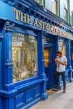 Boutique unique d'astrologie à Londres, R-U image stock