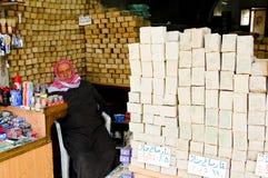 Boutique vendant le savon dans la ville d'Alep, Syrie Photographie stock libre de droits