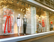 Boutique window. With dressed mannequins Royalty Free Stock Photography