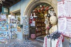 Boutiques avec des souvenirs à Colmar, Alsace, France Photo stock
