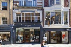 Boutiques bond da rua, rua de negócios de forma pequenos famosos Fotos de Stock