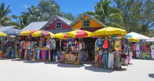 Boutiques colorées de plage images libres de droits