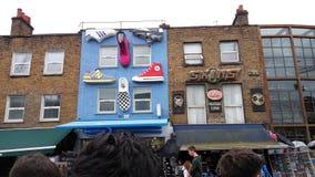Boutiques dans la ville de Camden photo libre de droits