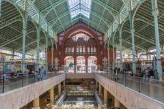 Boutiques et restaurants aux deux points de Mercado à Valence image libre de droits