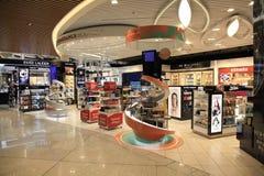 Boutiques hors taxe à l'aéroport d'Eleftherios Venizelos à Athènes, Gree Photographie stock