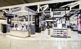 Boutiques hors taxe à l'aéroport Grèce d'Eleftherios Venizelos Photo stock