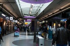 Boutiques hors taxe dans l'aéroport de Schiphol, Amsterdam, Pays-Bas Photo stock