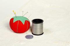 Bouton, amorçage et pelote à épingles Images libres de droits
