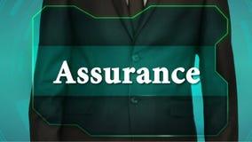 Bouton d'inverse de poussée d'homme d'affaires sur l'écran tactile assurance d'inscription banque de vidéos