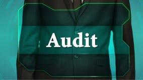 Bouton d'inverse de poussée d'homme d'affaires sur l'écran tactile audit d'inscription banque de vidéos