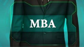 Bouton d'inverse de poussée d'homme d'affaires sur l'écran tactile inscription MBA banque de vidéos