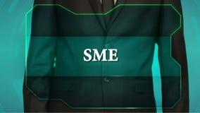 Bouton d'inverse de poussée d'homme d'affaires sur l'écran tactile PME d'inscription clips vidéos