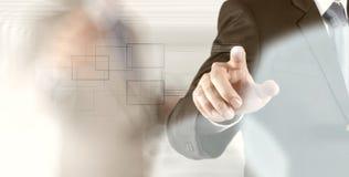 Bouton de pressing de main d'homme d'affaires avec le contact photographie stock