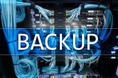 Bouton de secours sur le fond moderne de pièce de serveur Prévention de perte de données Restauration du système photos libres de droits