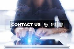 Bouton et texte de contactez-nous sur l'écran virtuel Concept d'affaires et de technologie Images libres de droits