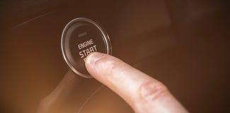 Bouton marche cultivé de voiture de pressing de doigt Image libre de droits