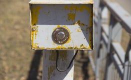 Bouton pour activer le feu de signalisation images libres de droits