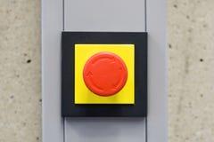 Bouton rouge d'arrêt d'urgence Photographie stock libre de droits