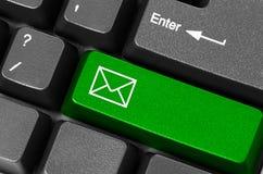 Bouton vert d'email Photos stock