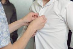 Boutonnage de la chemise image libre de droits