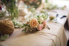 Boutonniere met natuurlijke bloemen nonfinished Stock Afbeelding