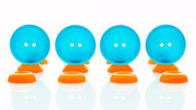 Boutons bleus et oranges de vêtements Photographie stock