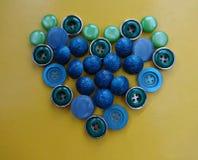 Boutons bleus sous forme de coeur Image libre de droits