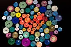 Boutons colorés dans la forme du coeur Images stock