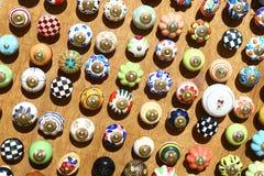 Boutons colorés de tiroir en vente, Jaisalmer, Inde Images libres de droits