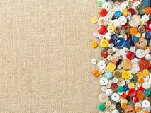 Boutons de couture colorés avec l'espace de copie Photos stock