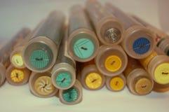 Boutons de mercerie dans des tubes Photo libre de droits