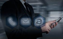 Boutons de téléphone de pressing d'homme d'affaires concept de support à la clientèle Photo libre de droits
