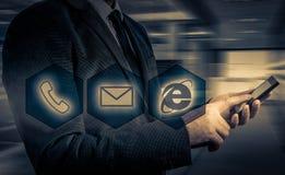 Boutons de téléphone de pressing d'homme d'affaires concept de support à la clientèle Image libre de droits
