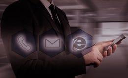 Boutons de téléphone de pressing d'homme d'affaires concept de support à la clientèle Photographie stock libre de droits