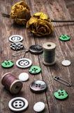 Boutons et amorçage de couture Images libres de droits