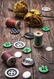 Boutons et amorçage de couture Photos stock