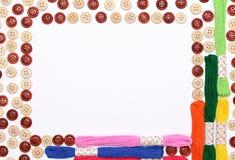 Boutons et fils de couture Image stock