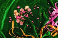 Boutons et rubans sur le tissu Photos libres de droits